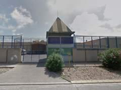 Unos 70 internos del CIE de Barcelona inician una huelga de hambre