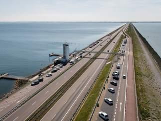Una barrera artificial de 32 kilómetros