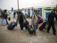 Comienzan a desmantelar el campo de Calais