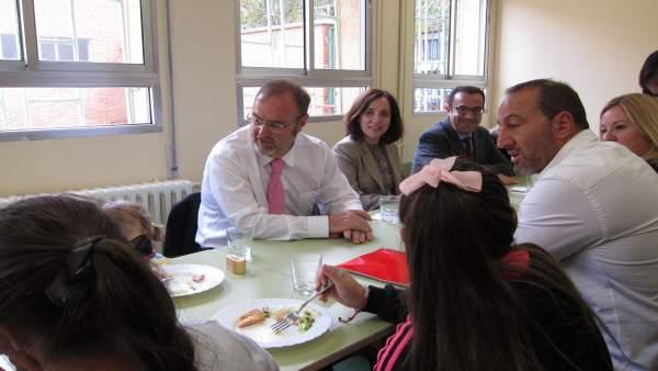 Educación beca a 23.509 usuarios de comedor escolar, 2.480 más, un ...
