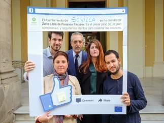 Moyano, Halcón, Flores, Serrano y González, a las puertas del Ayuntamiento