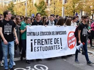 Escolares manifestándose, este miércoles en Zaragoza.