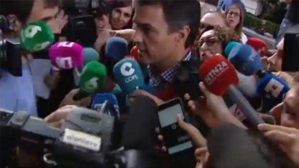"""Sánchez, a los periodistas: """"Os he echado de menos"""""""