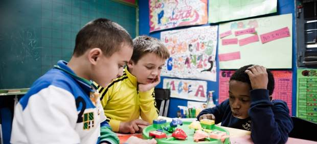 Niños, infancia, pobreza infantil, colegio