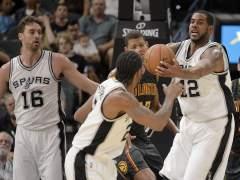 Leonard lidera la segunda victoria consecutiva de los Spurs esta temporada