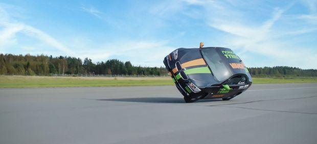 Rércord del mundo de velocidad en un coche a dos ruedas