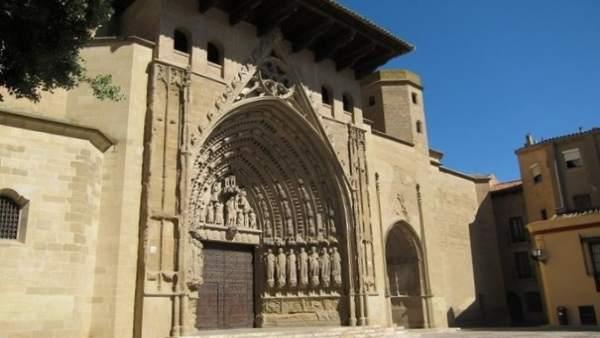 Fachada principal de la Catedral de Huesca.