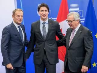 Tusk, Trudeau y Juncker
