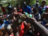 Damnificados reciben ayuda tras el huracán Matthew