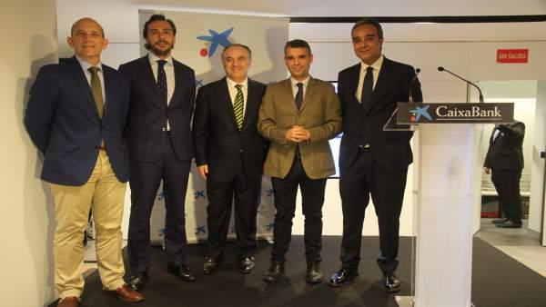 Caixabank inaugura en marbella su primera oficina 39 store for Oficina turismo marbella