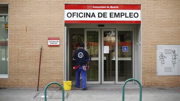 El n mero de personas que no trabaja ni busca empleo en for Oficinas inem madrid