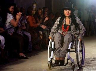 Desfilando en silla de ruedas