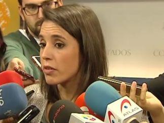 Irene Montero atiende a los medios de comunicación