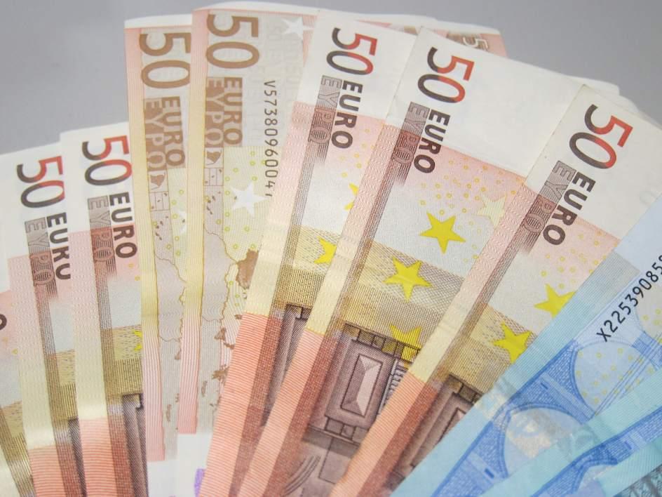 Un marroqu arroja por la calle euros y termina for Wohnlandschaft 600 euro