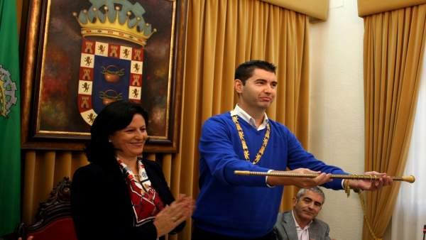 Manuel Cayuela investido alcalde de Valverde
