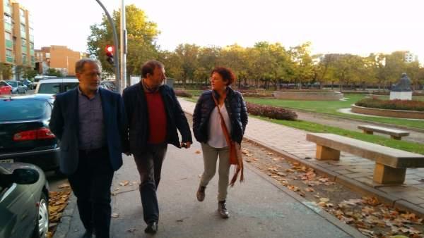 Los concejales Rafaela Romero (dcha) y Manuel Saravia (izda), en Las Delicias
