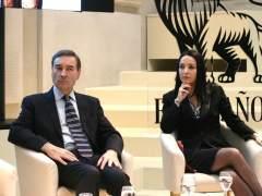 Pedro J. junto a la abogada Cruz Sánchez de Lara en las jornadas de El Español