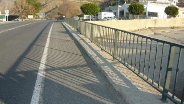 Puente sobre la rambla Julvina, en Berja (Almería)