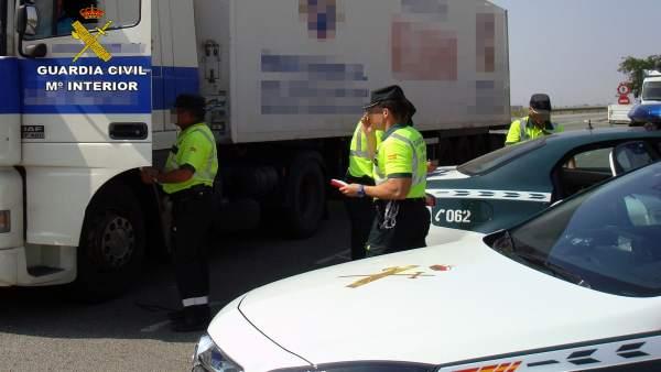 La Guardia Civil Intercepta Al Conductor De Un Trailer De 40 Toneladas Conducien