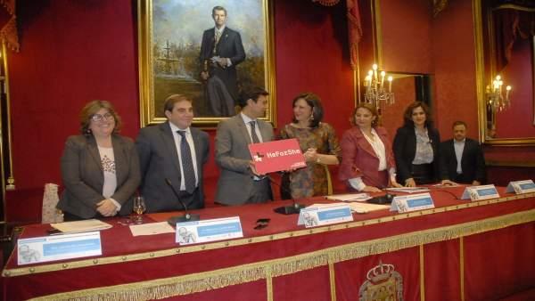 El alcalde de Granada se une al movimiento 'Heforshe' de la ONU