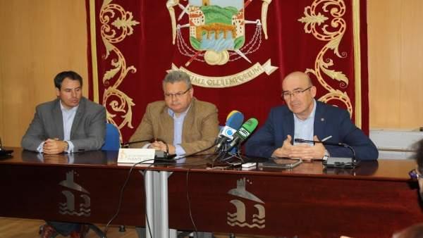 Carmona (dcha.) presenta 'Sé Digital Andalucía'