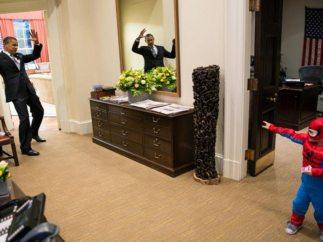 Spiderman paraliza a Obama con su red