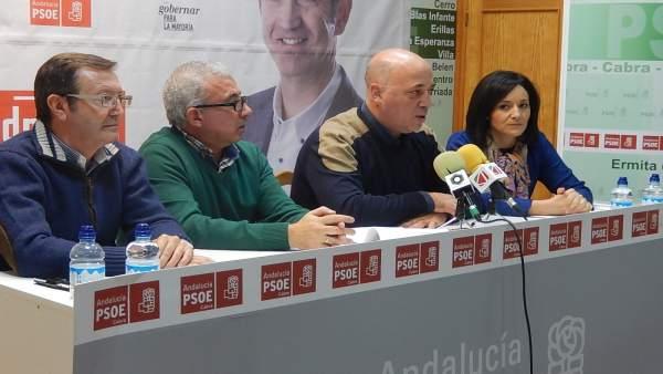 Ruiz interviene, junto a Crespín y Aguilar (izda.)