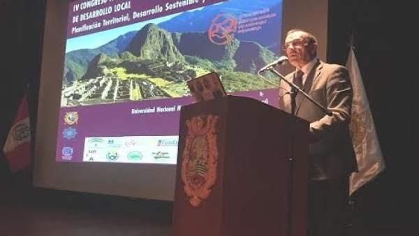 El presidente de la Diputación de Huelva, Ignacio Caraballo, en congreso en Perú