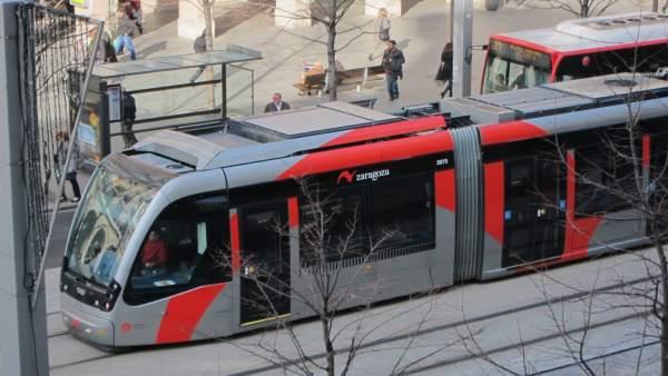El tranvía, en el paseo de Independencia