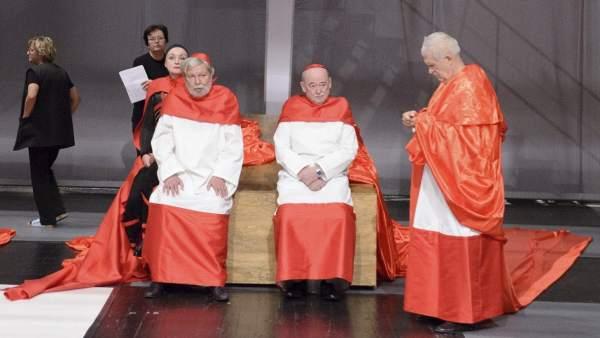Ensayo de la obra 'De profesión Papa'