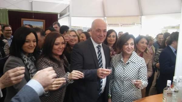 Ruiz, entre Ambrosio (dcha.) y Carrillo, y Crespín, en uno de los estand