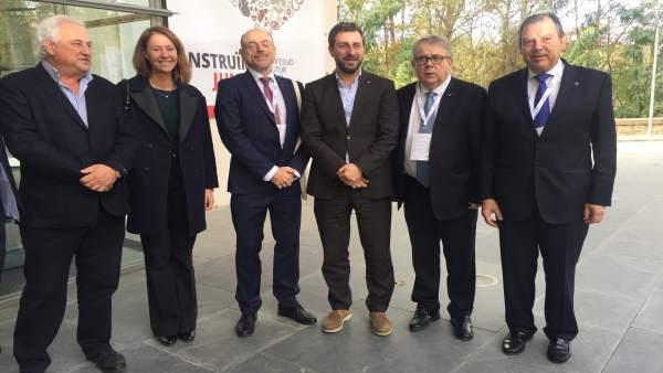 El conseller T.Comín y el pte.Del COMB J.Padrós en el Congreso Médico