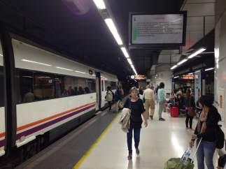 Andén de tren de la estación de Sants de Barcelona.