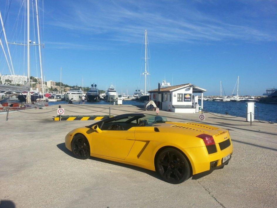 Tiene 540 caballos de potencia y acelera de 0 a 100 en 4,3 segundos. El Lamborghini robado era de color amarillo.