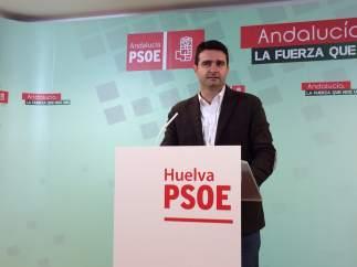 Amaro Huelva en la sede del PSOE