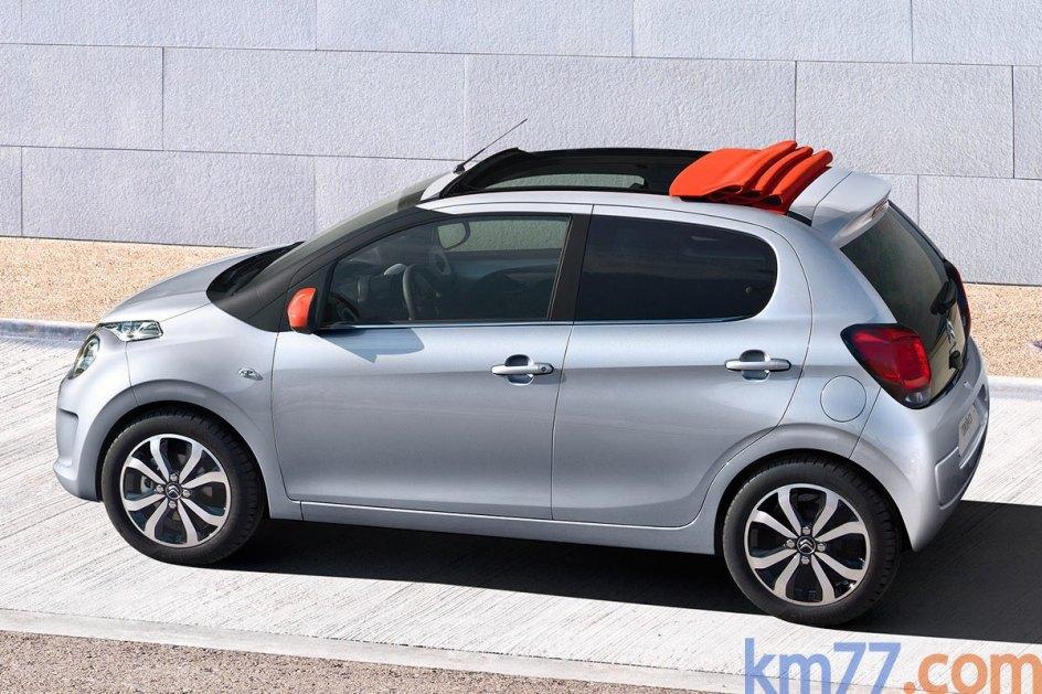 Citroën C1 5p VTi 68 ETG Feel Edition. Este turismo de cinco puertas y capacidad para cuatro personas y una longitud de 3,46 metros. El motor de gasolina de 69 CV tiene un consumo medio de 4,2 l/100 km. El volumen del maletero es de 196 litros y un precio de 11.780 euros. Más información del Citroën C1 en km77.com.