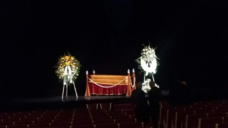 Artistas acad micos e intelectuales se despiden de francisco nieva hombre total del teatro - Tanatorio valdepenas ...