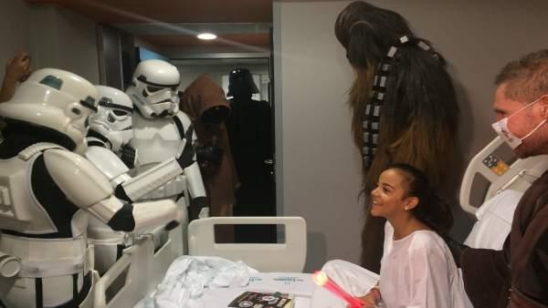 Visita de Star Wars a los niños de son Espases