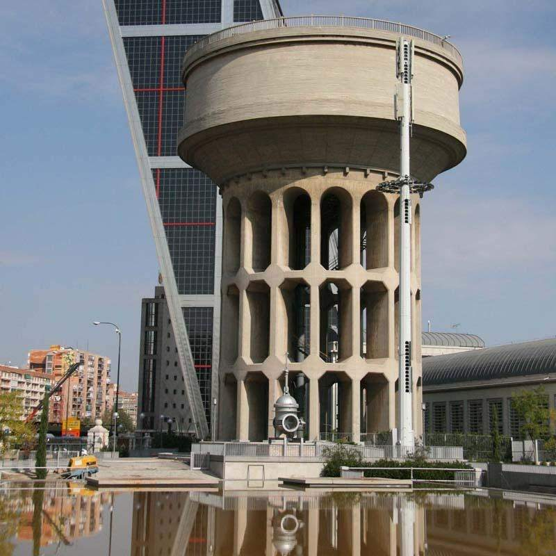 Una exdirectiva del fc barcelona reclama un mill n al for Oficinas canal isabel ii madrid