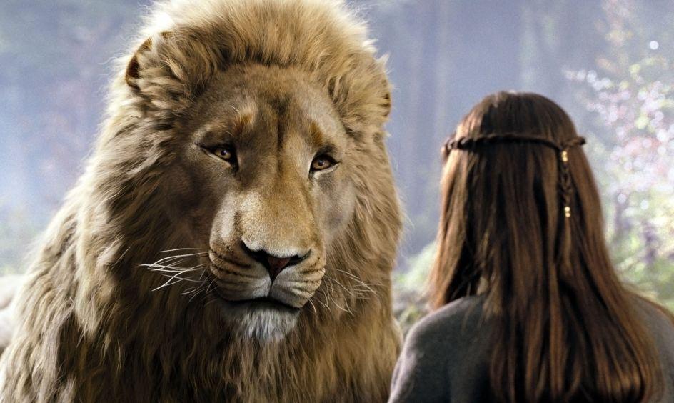 Aslan, Las crónicas de Narnia (2005). Es el creador, guardián y salvador de Narnia e hijo del gran Emperador Más Allá de los Mares. Es un león parlante. Además de ser sabio y compasivo, es una autoridad mágica, es el misterioso y amado guía para los niños humanos. ¿Te lo llevarías a casa?