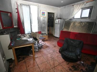 Interior del piso donde vivía la víctima.