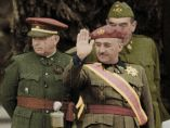 Saludo del general Francisco Franco, en color