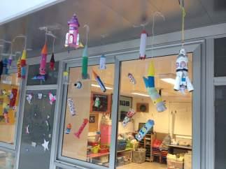 Cohetes hechos por los niños de la Escuela Franciscanes Poblenou de Barcelona.