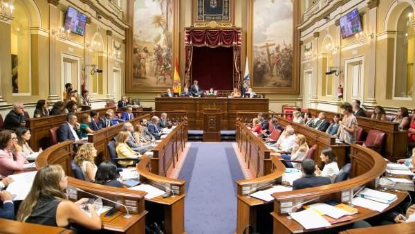 El parlamento abre la plataforma 39 online 39 para que los for Parlamento on line