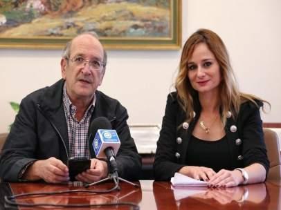 Los concejales Manuel Arroyo y Beatriz Olmedo en rueda de prensa.