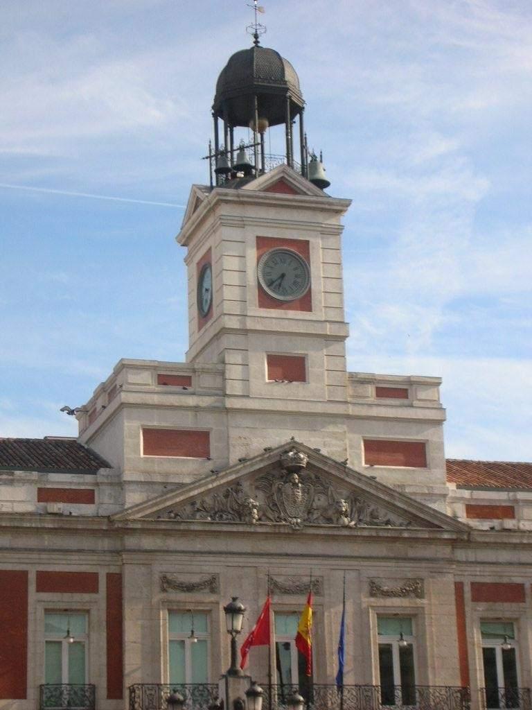 El reloj de la puerta del sol cumple 150 a os con teatro for Puerta de sol en directo