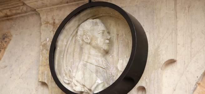 Vitrina en el medallón de Franco
