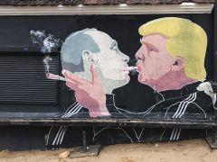 Trump y Putin comparten el humo de un cigarro