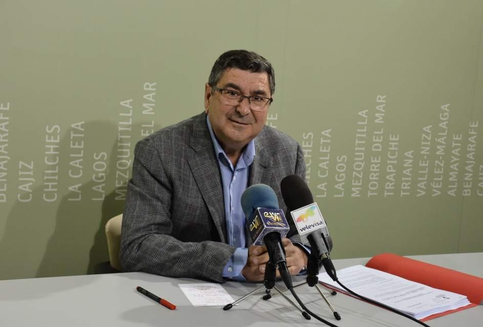 V lez m laga aprueba tres nuevos planes para el fomento for Oficina de empleo velez malaga
