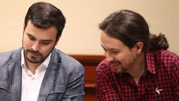 Alberto Garzón y Pablo Iglesias en el Congreso